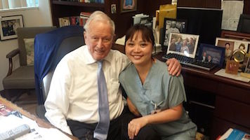 M.D._Denton_Cooley_with_a_medical_student_in_March_2015_.jpg